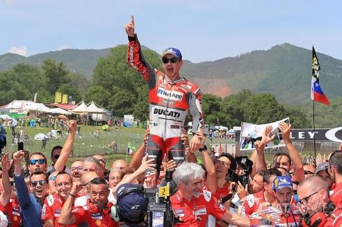 motogp-italian-gp-2018-race-winner-jorge-lorenzo-ducati-team-8519595